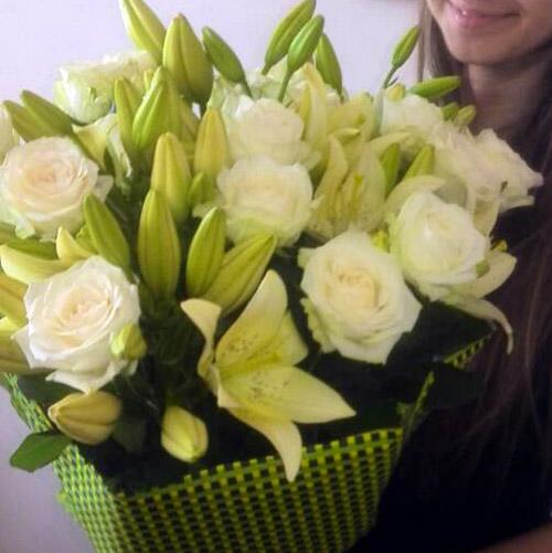 белые лилии и розы фото