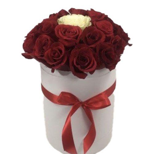 "Фото товара Коробка 21 роза ""Неповторимая"""