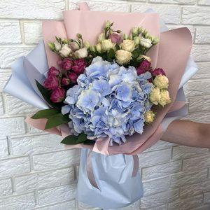 букет из кустовых роз и гортензии в Кропивницком фото