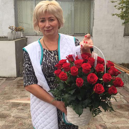 Фото товара 21 роза в корзине