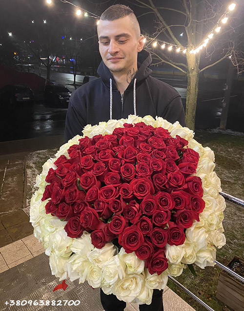 букет из 101 розы в виде сердца в Кропивницком фото