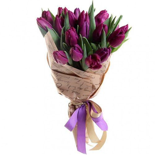 Фото товара 21 пурпурный тюльпан в крафт