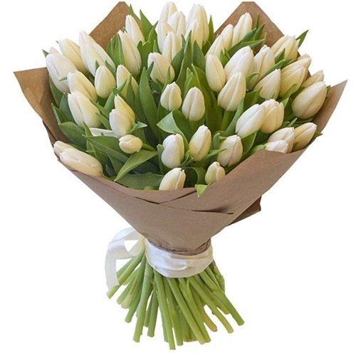 Фото товара 35 белых тюльпанов в крафт