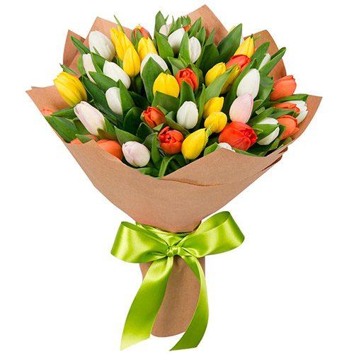 Фото товара 35 тюльпанов микс (красный, белый, жёлтый) в крафт