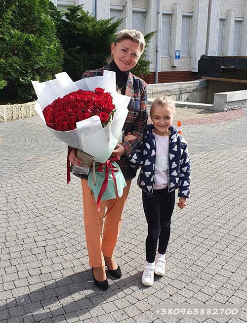букет красных роз фото доставки