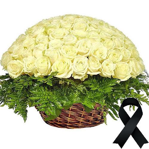 Фото товара 100 белых роз в корзине