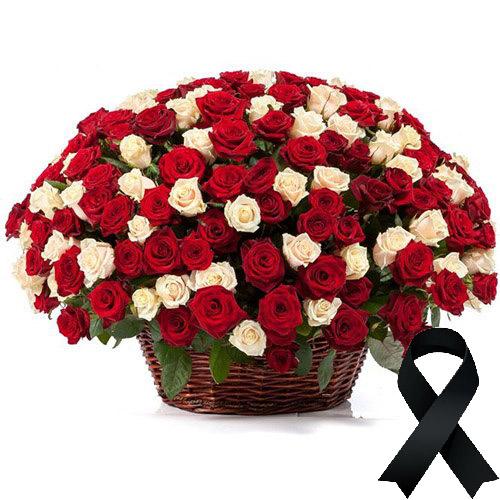 Фото товара 100 красно-белых роз в корзине