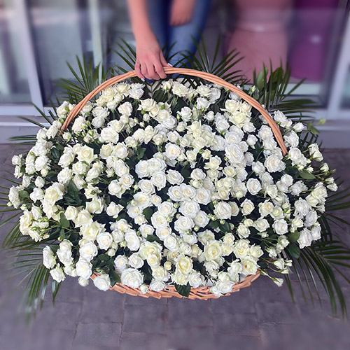 Фото товара 200 кустовых роз в корзине